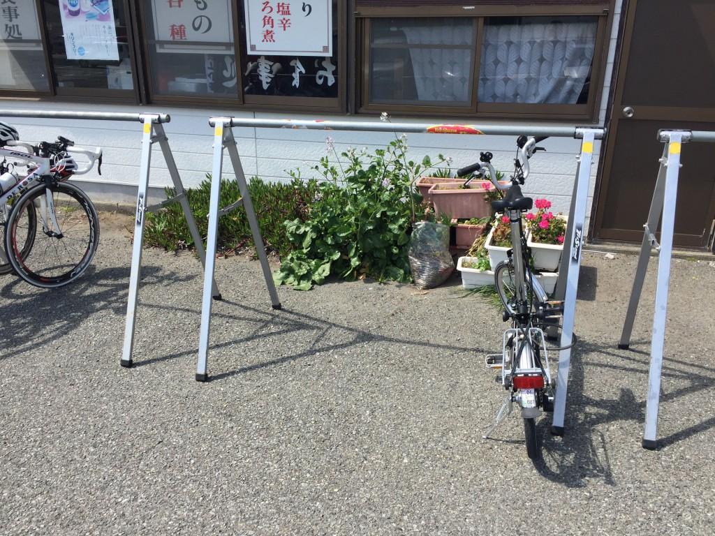 しぶき亭のバイクラック